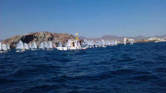 82 barcos de vela infantil surcan las aguas de la Bahía de Mazarrón, Foto 4