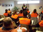 Agentes de la Policia Local, asi como personal medico, imparten una charlas formativas a jóvenes de Protección Civil