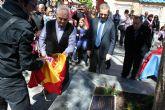 96 alumnos del entonces colegio público 'Jacinto Benavente' recuerdan tras 25 años, la plantación del más legendario olmo en su plaza