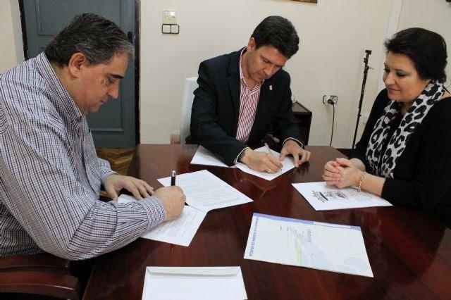 El Ayuntamiento de Alhama firma convenios con Cruz Roja, Las Flotas y la Fundación Francisco Munuera, Foto 1
