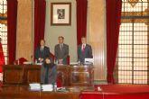 El Pleno guarda un minuto de silencio en señal de 'reconocimiento y respeto' a Adolfo Suárez