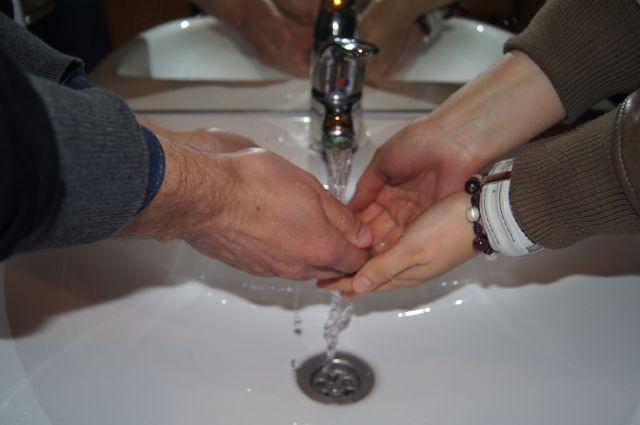 Noventa familias numerosas se benefician de la nueva tarifa reducida del agua de consumo humano
