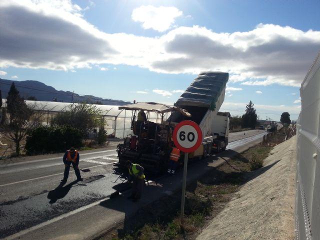 Ya ha sido reparada la antigua carretera de Cartagena y la próxima semana se parchearán las principales calles del centro urbano, Foto 1