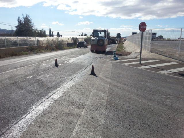 Ya ha sido reparada la antigua carretera de Cartagena y la próxima semana se parchearán las principales calles del centro urbano, Foto 2