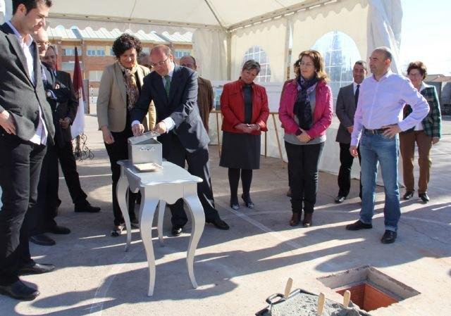 La Alcaldesa y el Consejero de Educación colocan la primera piedra de la nueva Escuela Infantil que se construirá junto al CEIP Asunción Jordán - 2, Foto 2