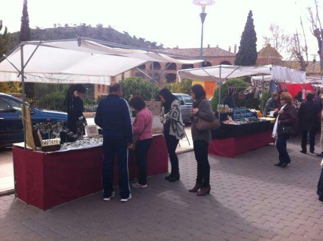 El mercado artesano de La Santa vuelve a atraer a las inmediaciones del santuario a decenas de visitantes, Foto 2