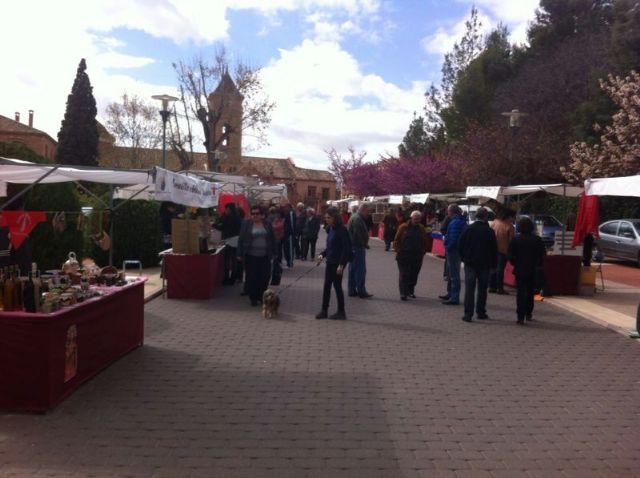 El mercado artesano de La Santa vuelve a atraer a las inmediaciones del santuario a decenas de visitantes, Foto 3