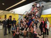 Un grupo de estudiantes europeos participa en un programa de intercambio escolar con el colegio 'Susarte' torreño