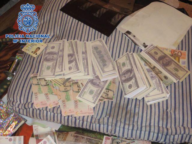 Desmantelado en Colombia un laboratorio de falsificación de euros, dólares USA y pesos colombianos - 1, Foto 1