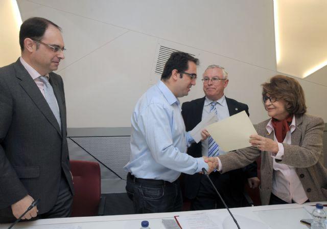 Ángel Manuel Gómez Espada gana el Premio de Poesía Dionisia García de la Universidad de Murcia - 2, Foto 2