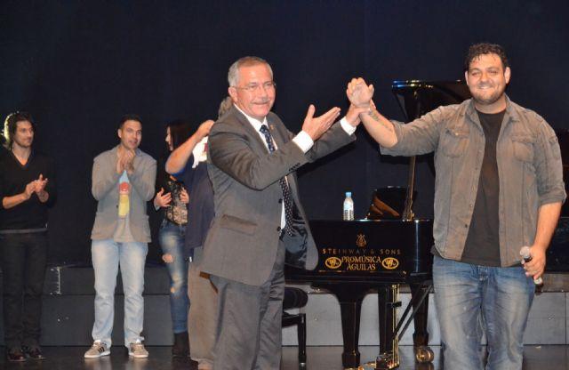 El compositor Ismael Moya presenta su canción dedicada a Águilas - 2, Foto 2