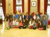 Alumnos del colegio Fuenteblanca y de Chipre visitan el Ayuntamiento