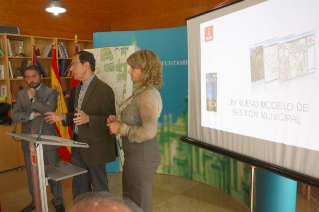 El Alcalde presenta un nuevo modelo de gestión municipal basado en el territorio - 1, Foto 1