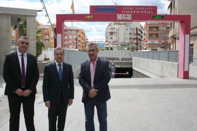 La Asociación de Comerciantes y la de hosteleros llegan a un acuerdo para el uso del parking de Entrevías - 1, Foto 1