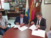 Firma de un convenio entre el Ayuntamiento de Villanueva y el Colegio Oficial de Aparejadores