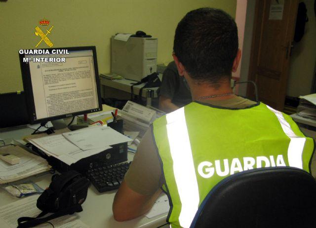 La Guardia Civil detiene en Mazarrón al presunto autor de una serie de estafas por internet, Foto 1