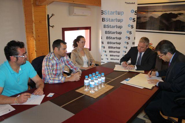 El ayuntamiento y SabadellCAM sellan un acuerdo para fomentar el emprendedurismo, Foto 1
