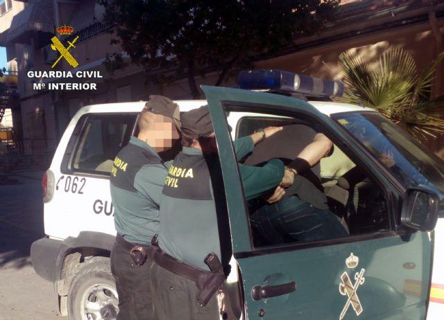 La Guardia Civil detiene a tres personas presuntamente relacionadas con un delito de tentativa de homicidio - 2, Foto 2