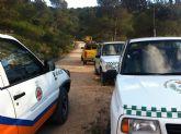 Voluntarios de Protección Civil colaboran en las labores de extinción del incendio que ha arrasado dos hectáreas de monte en la Sierra de la Tercia