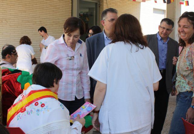 Usuarios y profesionales del Centro Ocupacional de Churra celebran las Fiestas de Primavera - 1, Foto 1