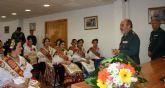 La Reina de la Huerta y sus damas de honor visitan las instalaciones de la Guardia Civil de Murcia.