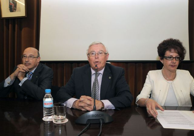 El rector Cobacho expresa su preocupación por la falta de recursos en la lectura del comunicado de la CRUE - 3, Foto 3