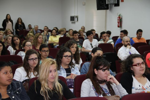 La UCAM organiza un foro de debate para promover la educación en valores y la inteligencia emocional - 2, Foto 2