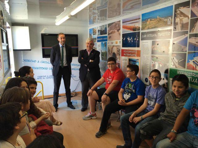 Escolares de Jumilla aprenden la importancia y repercusión de formar parte de la ciudadanía europea - 3, Foto 3