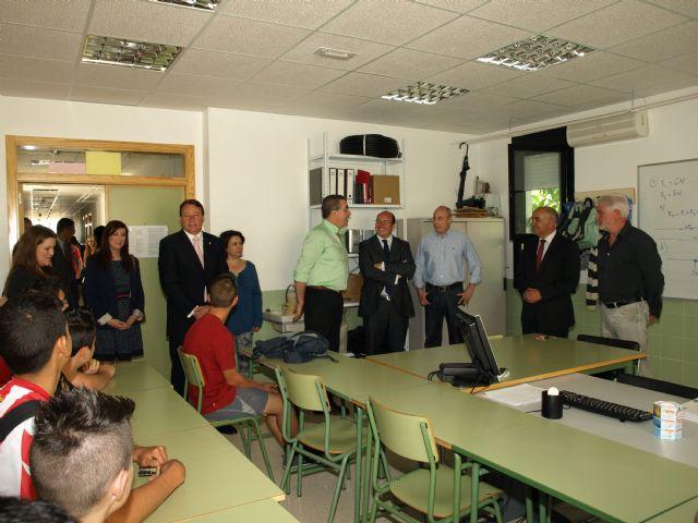 El presidente de la Comunidad confirma financiación para arreglar las calles del centro de Ceutí - 4, Foto 4