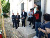 El presidente de la Comunidad confirma financiación para arreglar las calles del centro de Ceutí
