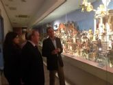 El Alcalde Cámara visita en el Museo Salzillo la exposición del belén napolitano de los hermanos García de Castro