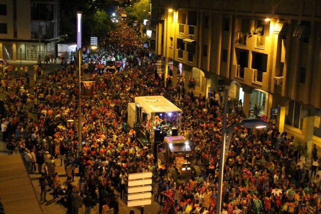 Miles y miles de vecinos participan en el Pasacalle Nocturno de Corremayos, Foto 1