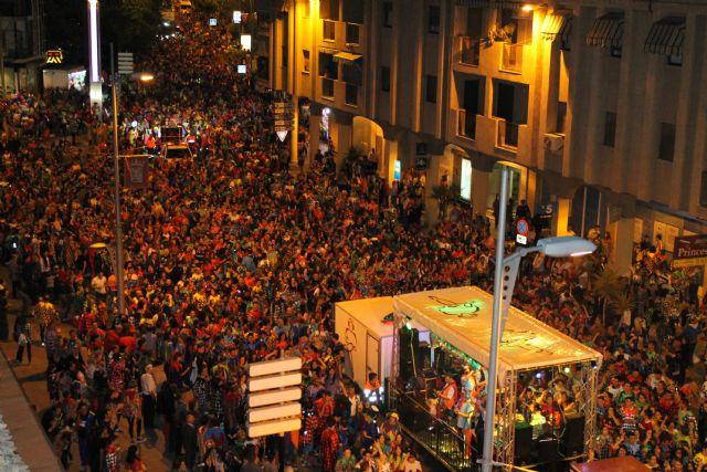 Miles y miles de vecinos participan en el Pasacalle Nocturno de Corremayos, Foto 2
