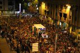 Miles y miles de vecinos participan en el Pasacalle Nocturno de Corremayos