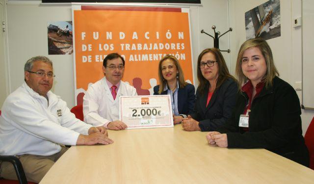 Los trabajadores de ELPOZO ALIMENTACIÓN donan 2.000 euros para ayudar a curar a drogodependientes, Foto 1