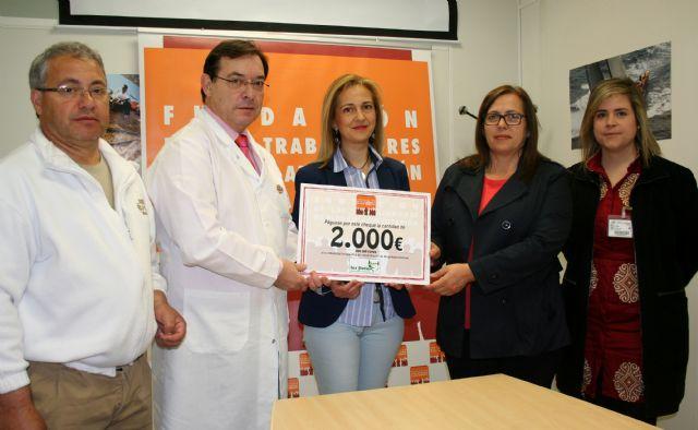 Los trabajadores de ELPOZO ALIMENTACIÓN donan 2.000 euros para ayudar a curar a drogodependientes, Foto 2