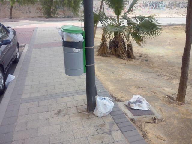 IU-Verdes Alcantarilla denuncia la dejadez del PP en el control de la recogida de basuras y la limpieza viaria - 1, Foto 1