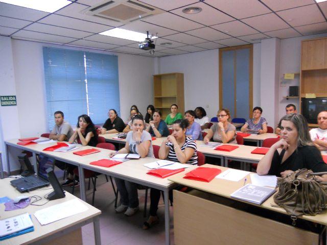 Casi treinta alumnos comienzan un curso de inglés en Empleo que les permitirá acceder a pruebas libres de la Escuela Oficial de Idiomas, Foto 1