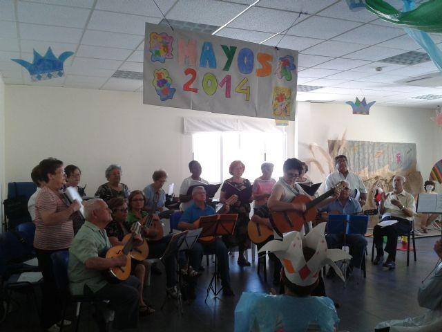 Los usuarios del Centro de Día también celebran Los Mayos, Foto 2