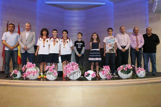 El ayuntamiento homenajea a varios deportistas mazarroneros por sus éxitos - 1, Foto 1