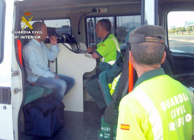 La Guardia Civil denuncia al conductor de un autobús que triplicaba la tasa máxima de alcoholemia - 1, Foto 1