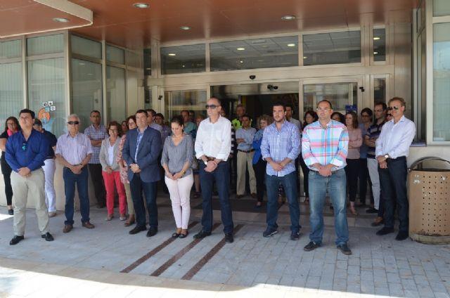 El Ayuntamiento de San Javier guardó un minuto de silencio por la muerte de Isabel Carrasco - 1, Foto 1
