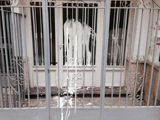 Aparecen pintadas en la sede del Partido Popular de Alhama de Murcia, Foto 1