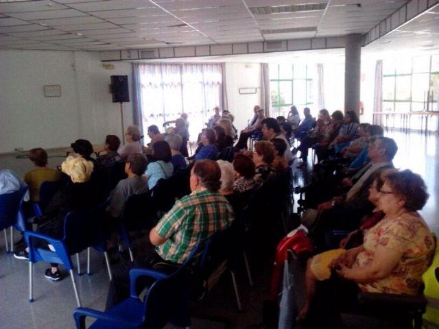 Una charla pone de manifiesto la importante labor de aquellas personas implicadas en el cuidado diario de enfermos dependientes, Foto 3