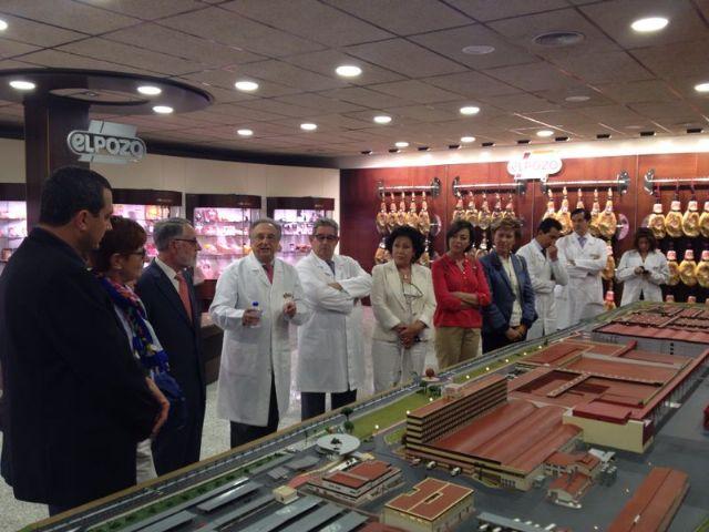 """La Comisión de Industria visita las instalaciones de """"ElPozo"""", la primera empresa productora de la región, Foto 1"""