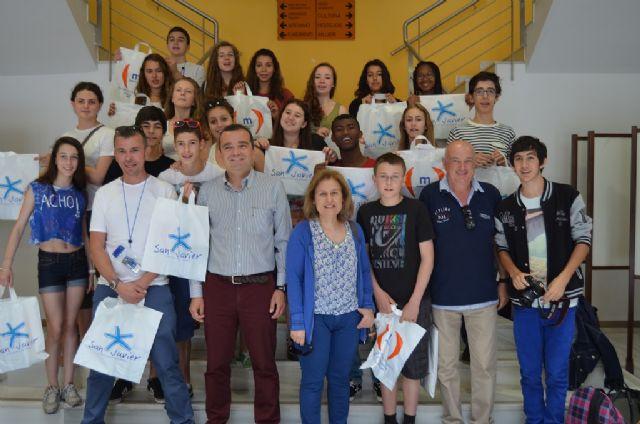 Recepción en el Ayuntamiento de un grupo de estudiantes franceses que se encuentran de intercambio con alumnos del IES Mar Menor - 1, Foto 1