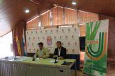 Más de 40 comerciantes de Los Alcázares renuevan el convenio del Carné Joven Municipal