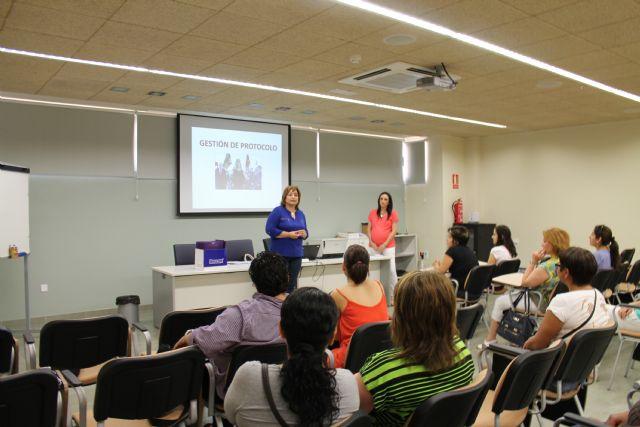 El Vivero de Empresas para Mujeres acoge un curso de protocolo, Foto 2