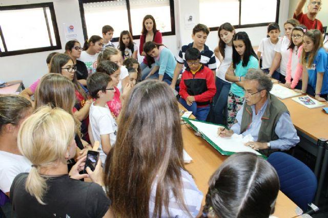 Pedro Cano ofrece una nueva clase magistral a escolares con el pescado como modelo - 1, Foto 1