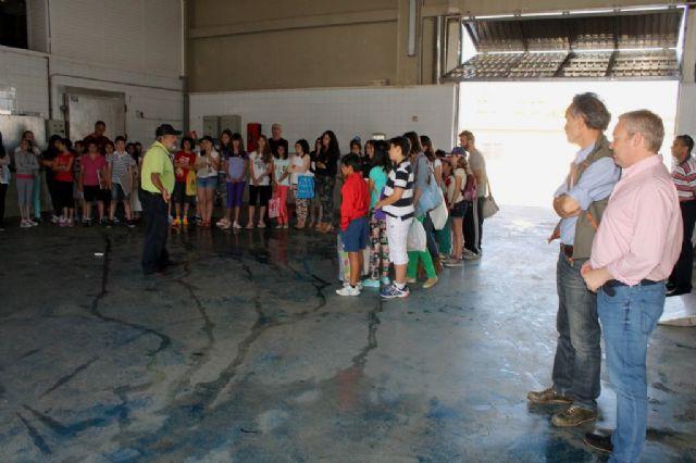 Pedro Cano ofrece una nueva clase magistral a escolares con el pescado como modelo - 3, Foto 3